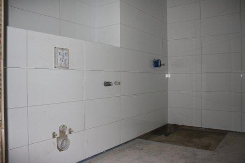 koupelna, vzadu prostor na sprchu