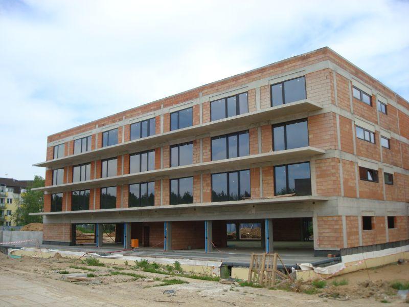 budova B, dole prostory pro restauraci